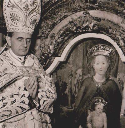 S.E. Mons. Montini incorona l'effige di Maria